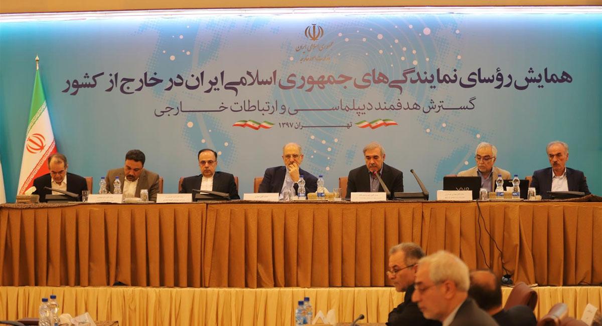 مرتضی بانک در همایش روسای نمایندگی های جمهوری اسلامی ایران در خارج از کشور بیان داشت: آمادگی پذیرش سرمایه گذاران از تمامی کشورهای دنیا با رویکرد اکوسیستم کسب و کار مبتنی بر فناوری اطلاعات در مناطق آزاد